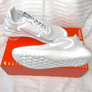 NWT $100 Nike free run sneakers